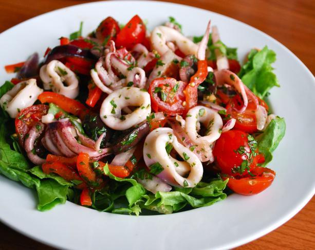 Салат из кальмаров с овощами рецепты с